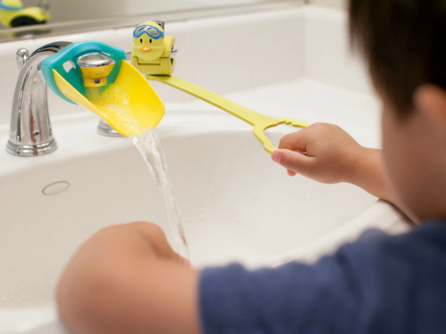 Kitchen Sink Faucet Extender : Aqueduck Faucet Handle Extender - GetdatGadget