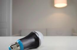 Drift Light Auto-Dimming Bulb Helps You Sleep Better